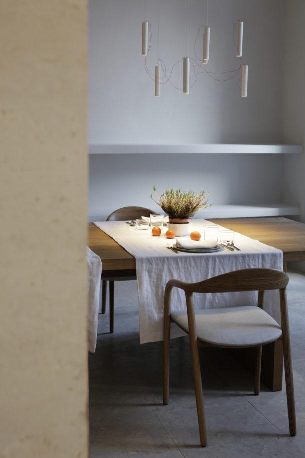 mesa-santa-clara-1728-aires-mateus-silent-living-a-cidade-na-ponta-dos-dedos-sancha-trindade3