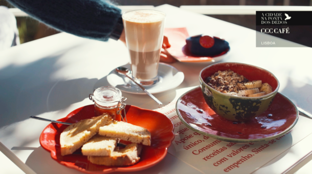 ccc-cafe-catarina-furtado-associacao-coracoes-com-coroa-cidade-na-ponta-dos-dedos-de-sancha-trindade1